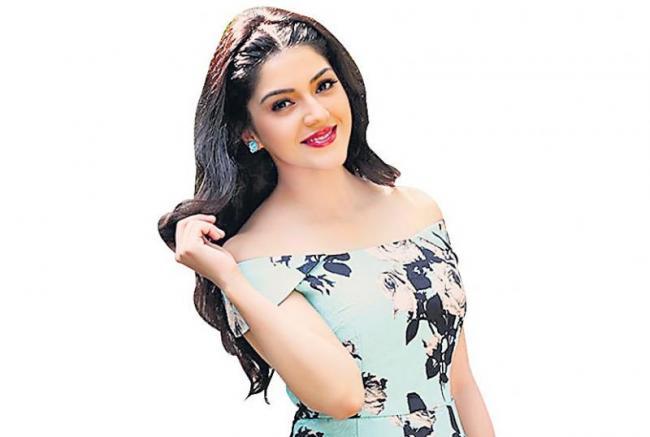 Kalyan Ram to romance Mehreen - Sakshi