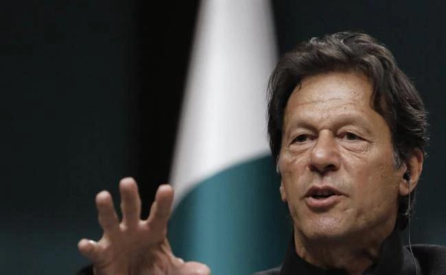 Pak PM Imran khan Motivates Pakisthan cricketers To Win The Match - Sakshi