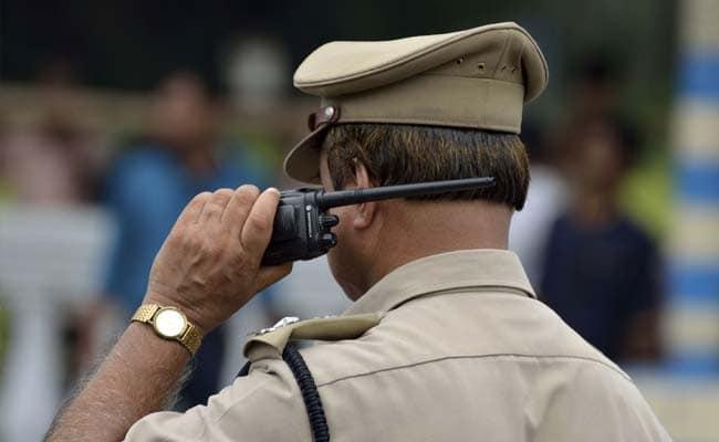 Man Arrested For Duping As Police In Vizianagaram - Sakshi