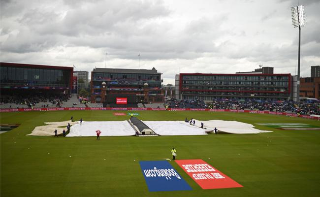 Rain stops India and Pakistan play in Manchester - Sakshi