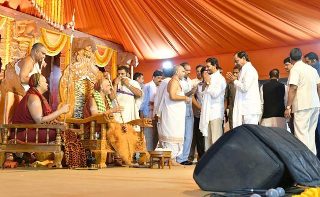 Kiran Bala Swamy Deeksha Sweekaranam Ceremony In Sharada Peetham - Sakshi