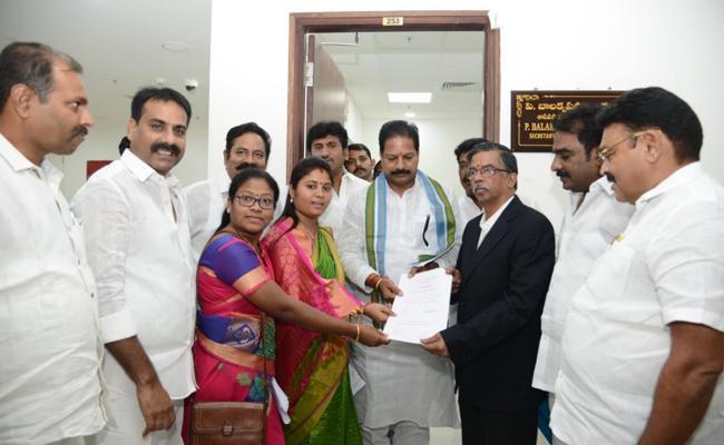 YSRCP MLA Kona Raghupati files nomination for deputy speaker post - Sakshi