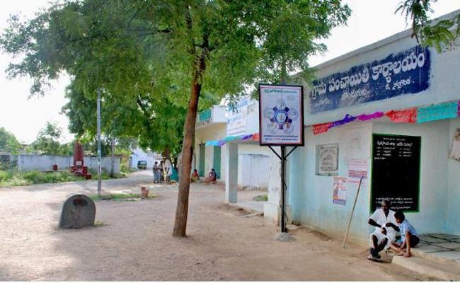 News Telangana Sarpanches Check Powers - Sakshi