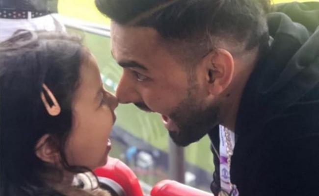 Ziva Dhoni and Rishabh Pant Celebrations at India vs Pakistan match - Sakshi