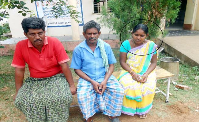 PHC Staff Negligence On Poor Patients In Parvathipuram, Vizianagaram - Sakshi