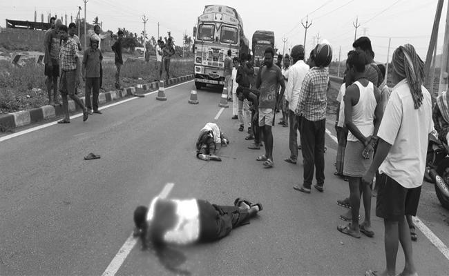Road Accident In Mandasa, Srikakulam - Sakshi