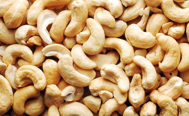 In Chennai Man Steals Gold Chain And Cash From A Cashew Trader - Sakshi