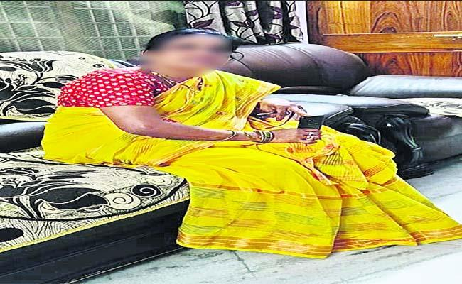 Lady Cheats Unemployed In The Name Of Job - Sakshi