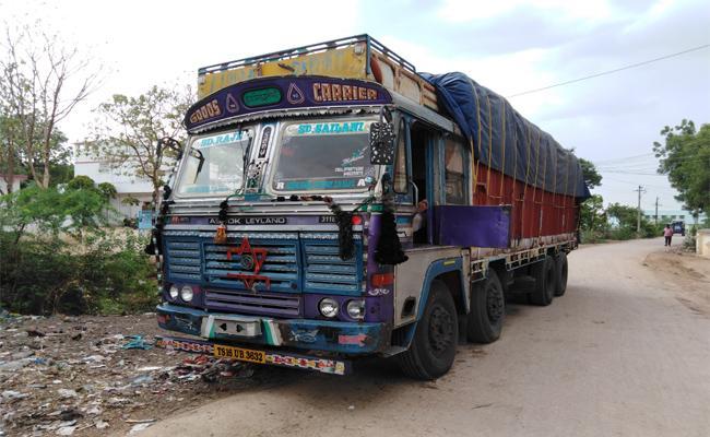 Lorry Seized For Distributing Fake Seeds In Bichkunda, Kamareddy - Sakshi