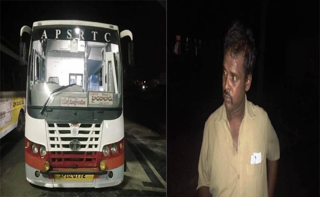 Drunkenly Bus Driver Rude Behaviour Passengers Mantralayam  - Sakshi