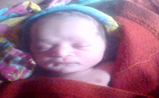 Fifteen Days Old Baby Kidnapped In Armoor, Nizamabad - Sakshi