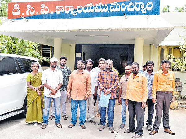 Fraud in the name of jobs - Sakshi