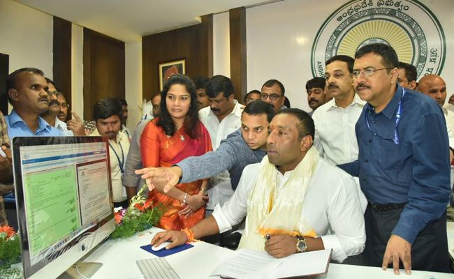 IT Minister Mekapati Goutham Reddy First Signed In APIIC Payment Clearance - Sakshi