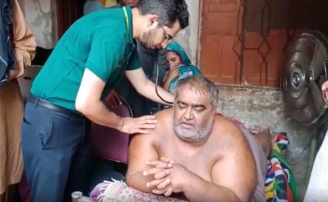 Pakistan's Heaviest Man Shifted Hospital For Treatment - Sakshi