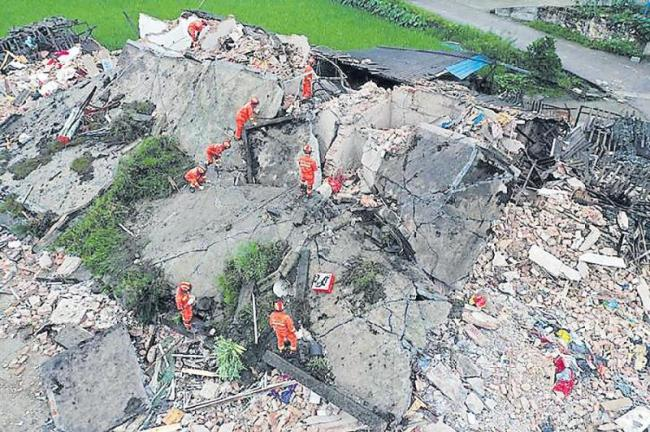 12 Killed, Over 100 Injured as Two Earthquakes Shake China - Sakshi