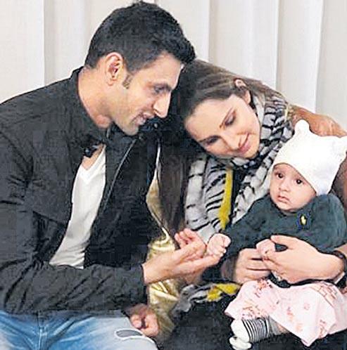 Sania Mirza blasts Veena Malik for parenting, nutrition gyan - Sakshi