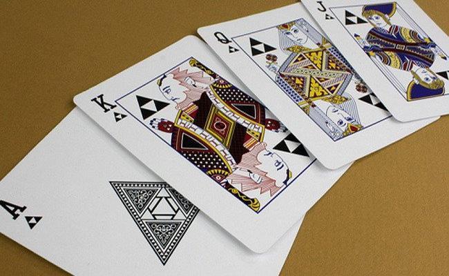Khammam Police Attack On Playing Cards Gang - Sakshi