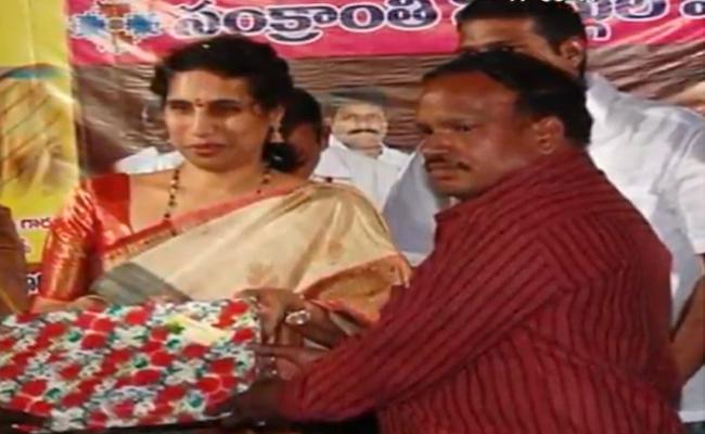 Cheating Case filed Against Kodela daughter Vijayalakshmi - Sakshi