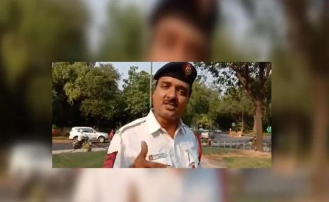 Delhi Cop Raps His Apna Time Aayega Version To Promote Road Safety - Sakshi