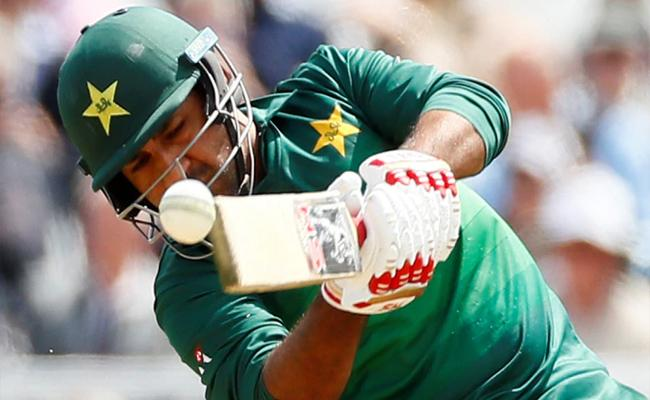 PCB Chairman Telephones Sarfraz Ahmed To Be Focus On Upcoming Matches - Sakshi