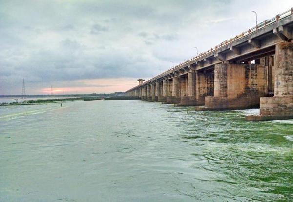 Situation in Krishna and Godavari irrigation projects is bad - Sakshi