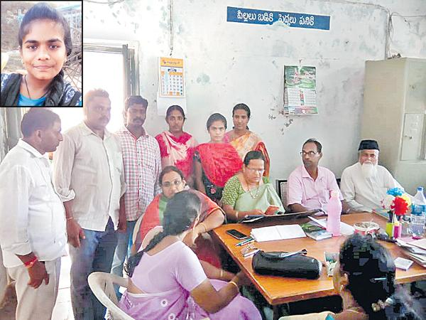 Whatsapp Helped to meet the Mother and Daughter - Sakshi