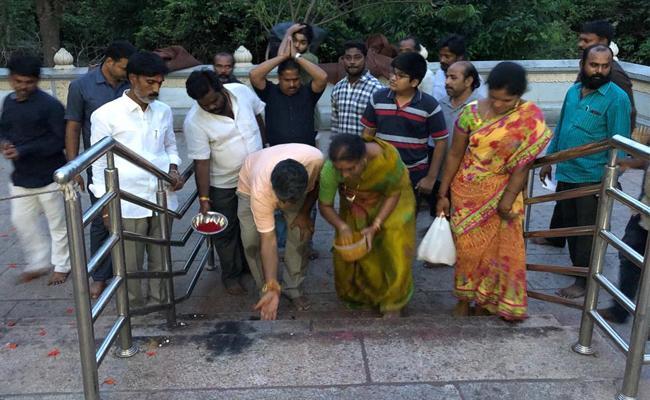 YSRCP MLA Chevireddy Bhaskar Reddy  Tirumala Visit - Sakshi