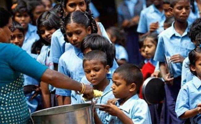 Egg Distributors In Govt schools Mid Day Meals Scheme - Sakshi