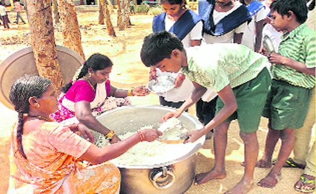 YS Jagan Good News To Meal Workers - Sakshi