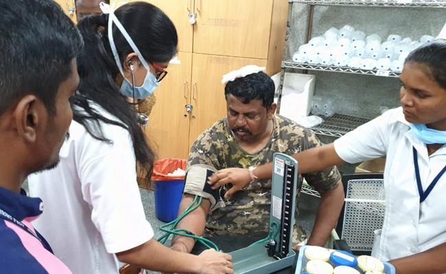 MLA Raja singh injured in Police Lotty Charge in Hyderabad - Sakshi