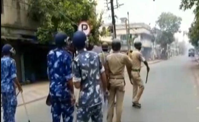 Two Killed In Clashes Near Kolkata - Sakshi