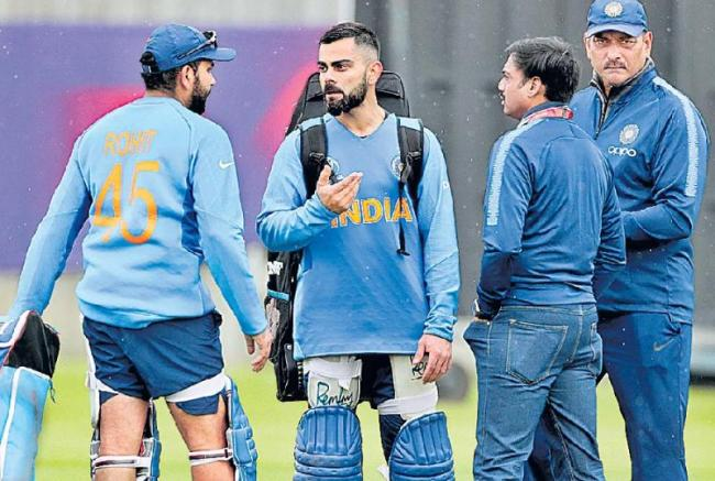 Shikhar Dhawan out of World Cup, Rishabh Pant named replacement - Sakshi