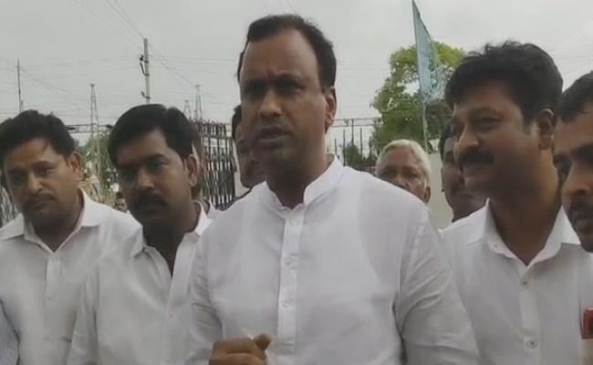 Komatireddy Raj Gopal Reddy Slams Congress Over Show Cause Notice - Sakshi
