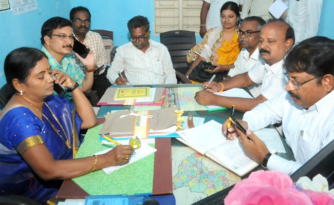 Dont Use Seeds Wait Rains Farmers Warangal - Sakshi