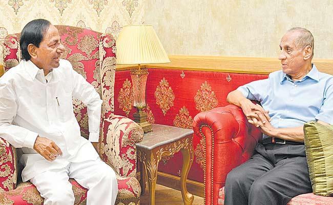 KCR Invites Governor Narasimhan To Kaleshwaram Inauguration - Sakshi