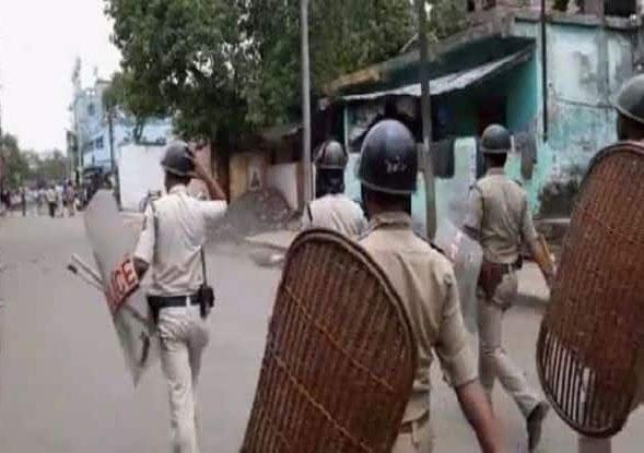 Clashes in Bengal Bhatpara, Two Persons Died - Sakshi