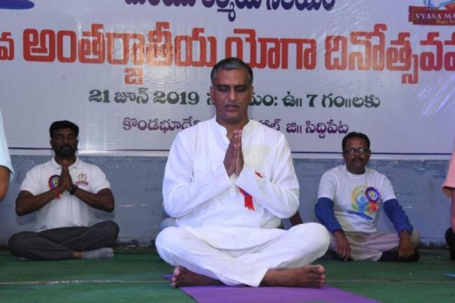 MLA Harish Rao Participates In Yoga Day Celebration - Sakshi