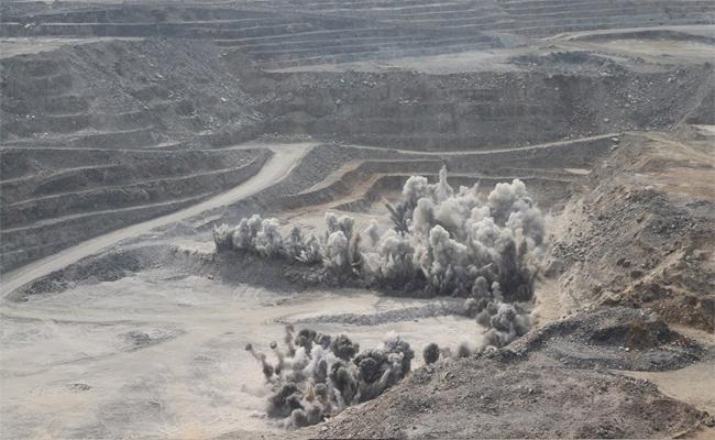 Jvr Opencast Mine Bomb Blasts Lead Respiratory Diseases To surrounding Village People In Khammam - Sakshi