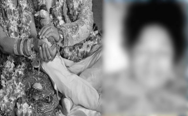 Women Commits Suicide in Hyderabad - Sakshi