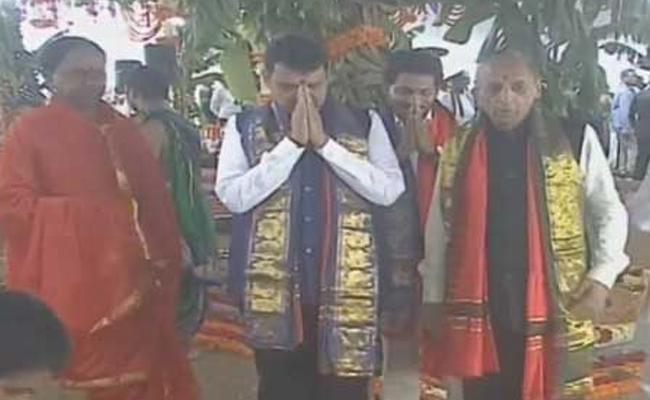 Maharashtra CM Devendra Fadnavis Kaleshwaram Tour - Sakshi