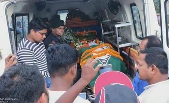 BJD Flag On Amar Jawan Bedbody In Odisha - Sakshi