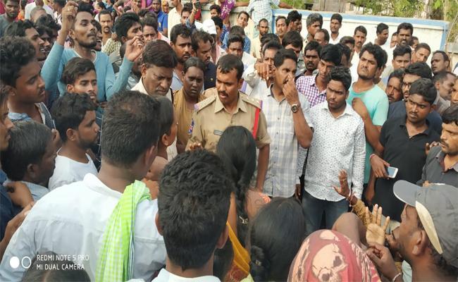High Tension At Laxmipur In Karimnagar - Sakshi
