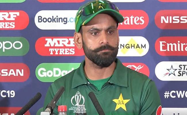 Mohammad Hafeez Defends  Sarfaraz Ahmed About Toss Advice - Sakshi