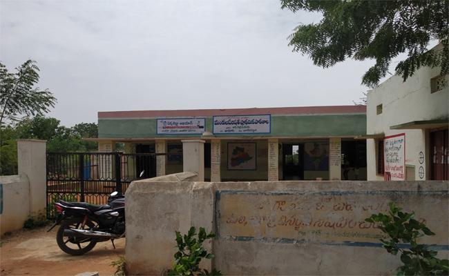 Students Wants Teachers In Nagarkurnool District - Sakshi