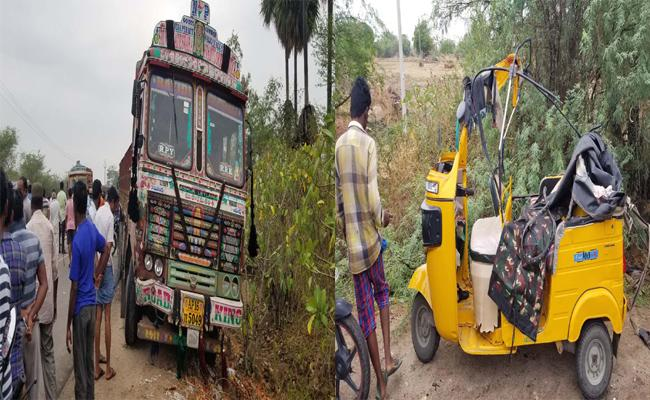 Six Members Died In Road Accident In Kodad - Sakshi