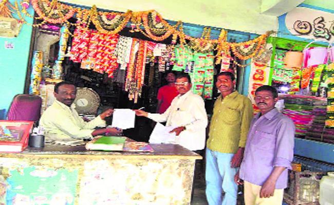Plastic Ban Not Implementing Strictly In Medak - Sakshi