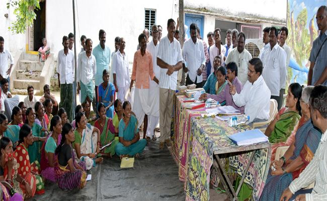 People Requesting For New Passbooks In Adilabad - Sakshi