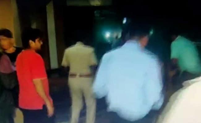 In Bengaluru 2 Fall To Death From Second Floor Of Pub - Sakshi