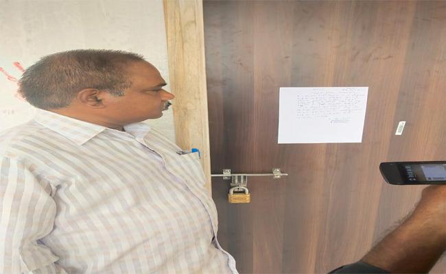 Sree Chaitanya English Medium School Seized Nellore - Sakshi