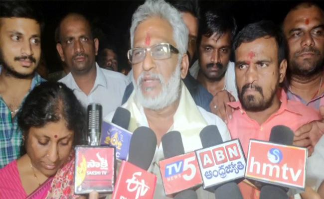 YV Reddy Reached Tirumala On Foot And Takes Charge As TTD Chairman - Sakshi